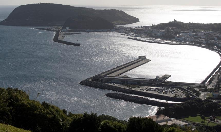 Cidade da Horta e Monte da Guia vistos do miradouro Nossa Senhora da Conceição