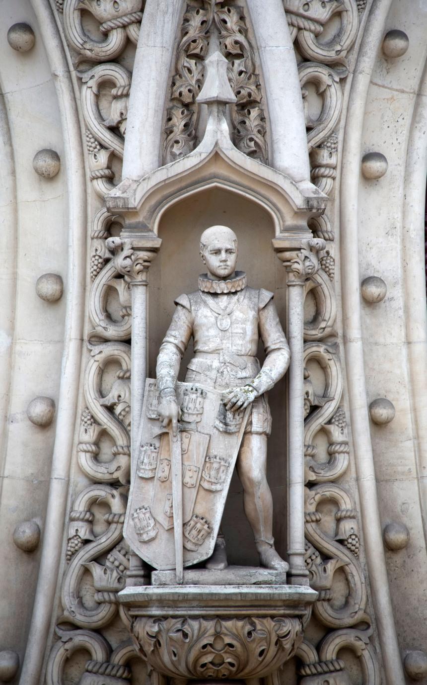 Estátua de D. Sebastião que se encontrava na fachada da estação