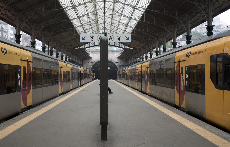 Cais dos comboios e o túnel com ligação a Campanhã