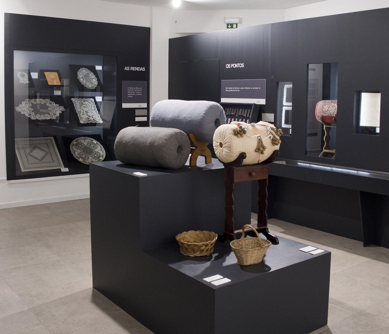Exposição de instrumentos das rendeiras, rendas antigas e o historial em Peniche