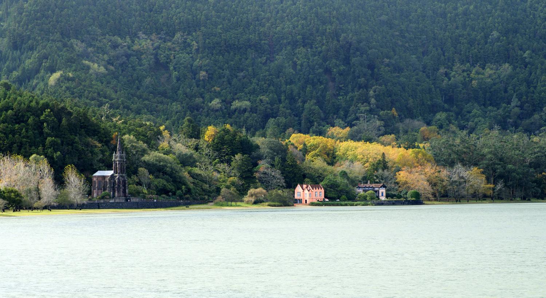 A lagoa e a Capela de Nossa Senhora da Vitória
