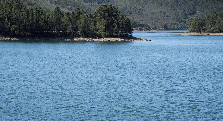 Lago da barragem próximo do Meimão