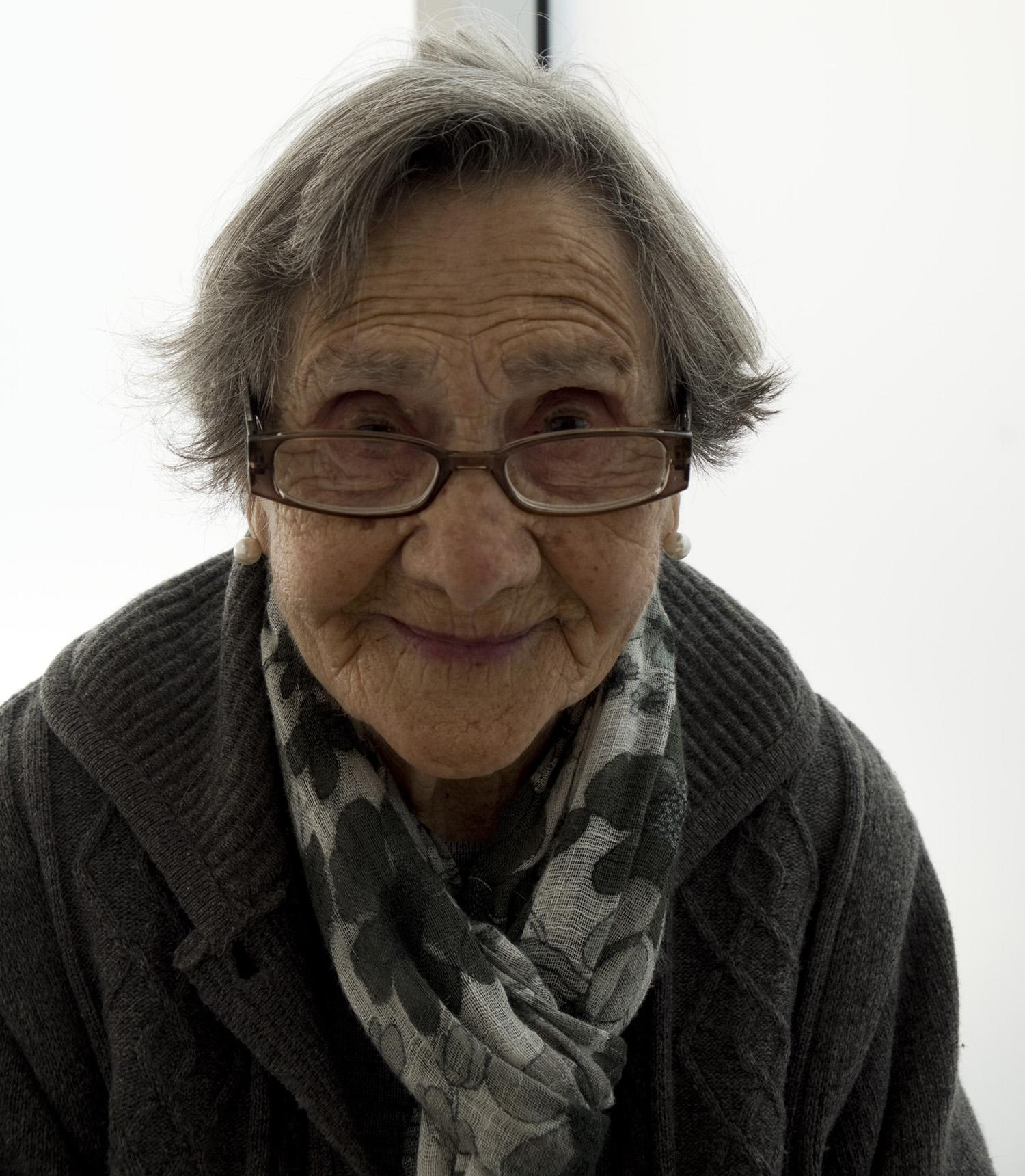 A senhora Natilde no Museu de Rendas de Bilros de Peniche