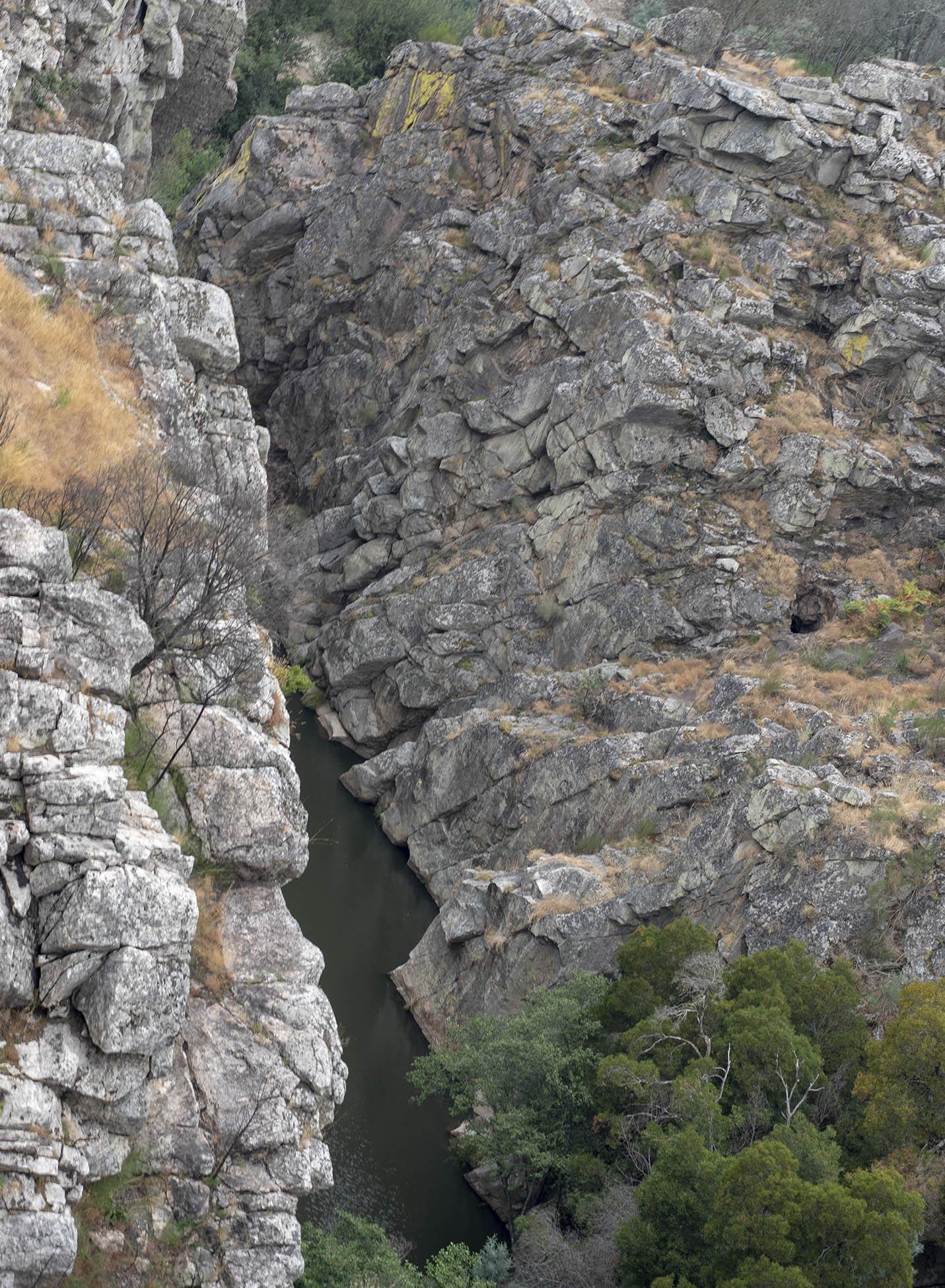 Vista do Cerro para o Ceira no meio do desfiladeiro