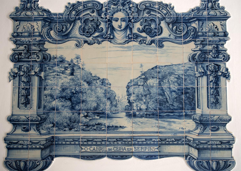 Azulejos com o desenho do Cabril do Ceira nos Paços do Concelho da Lousã
