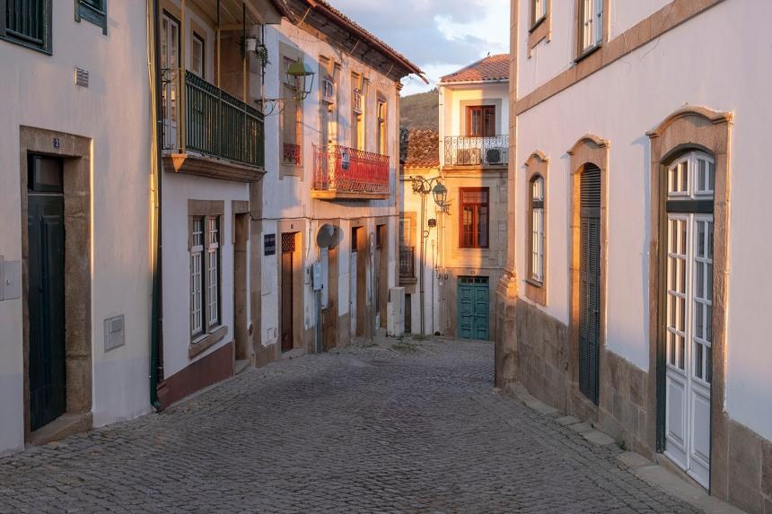 Rua no centro histórico de Torre de Moncorvo