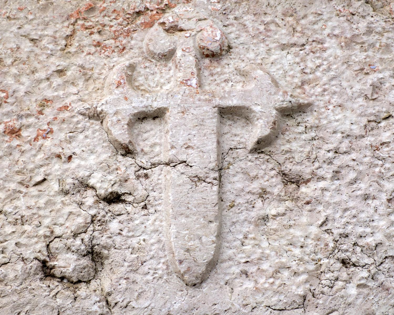 Cruz da Ordem de Santiago na ombreira da porta do Moinho