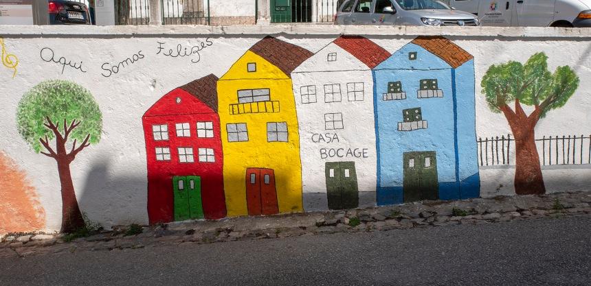 Mural na rua da Casa Bocage