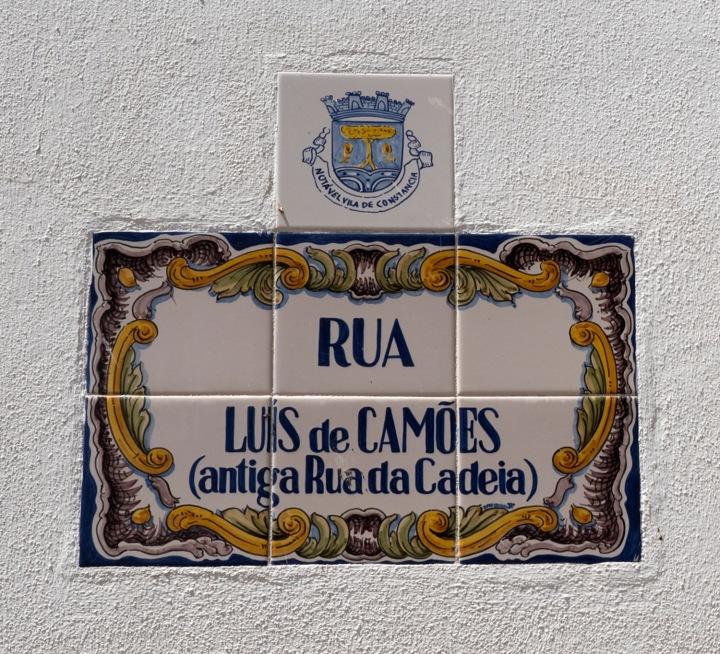 site_constancia_camoes_rua_1703