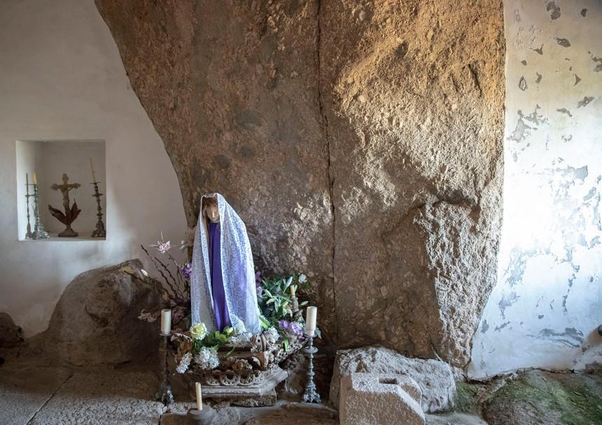 O quadro estava neste compartimento da igreja antes de ser restaurado