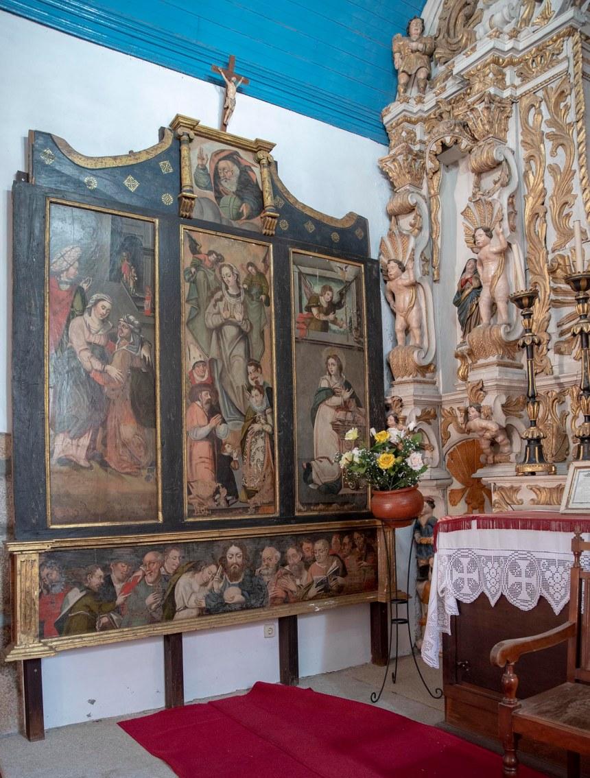 O quadro ao lado do altar-mor