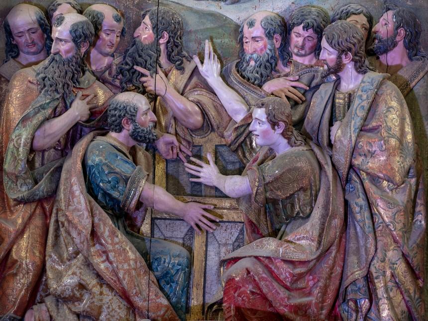 Figuras em relevo do altar-mor