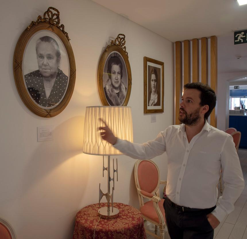 Jorge Bastos e as fotos dos fundadores