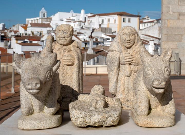 Um dos presépios no terraço de uma das alas do Convento e com vista para Évora