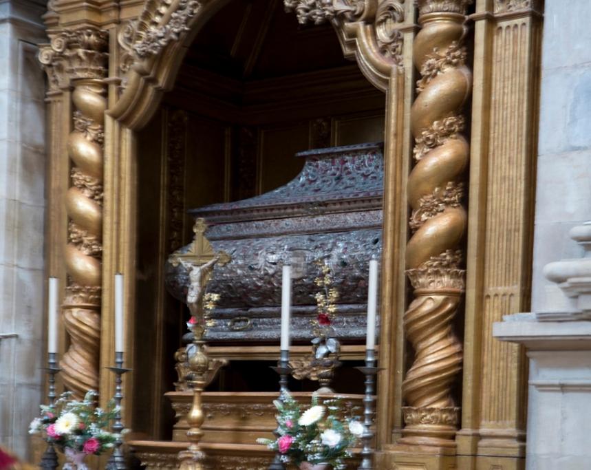 Túmulo em prata de Santa Teresa, irmã de mafalda, no Mosteiro de Lorvão