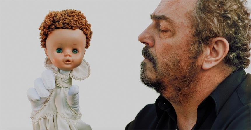 Manuel Dias com a boneca ©Trulé