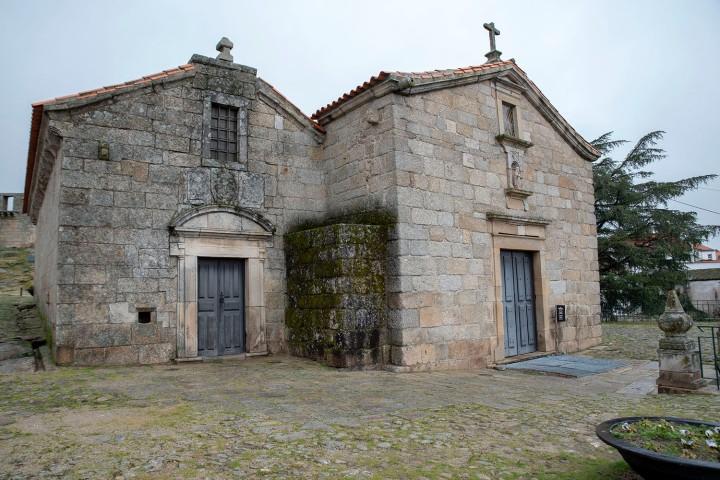 Igreja de S. Tiago e panteão dos Cabrais