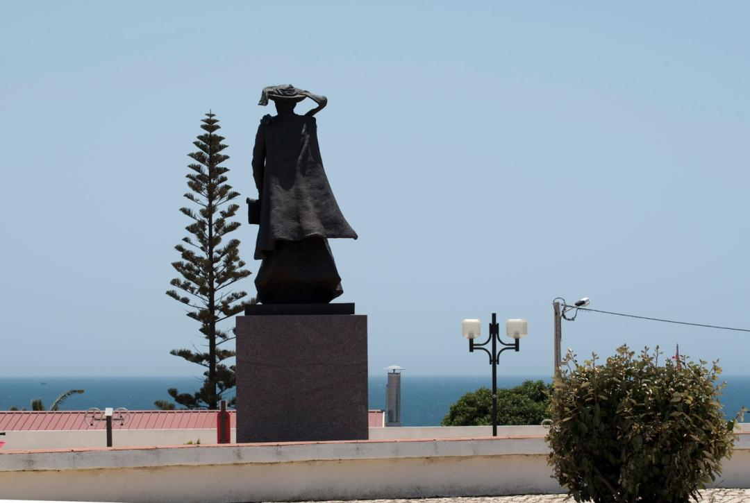 Estátua do Infante em Sagres