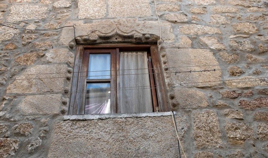 Janela manuelina na antiga judiaria da Covilhã