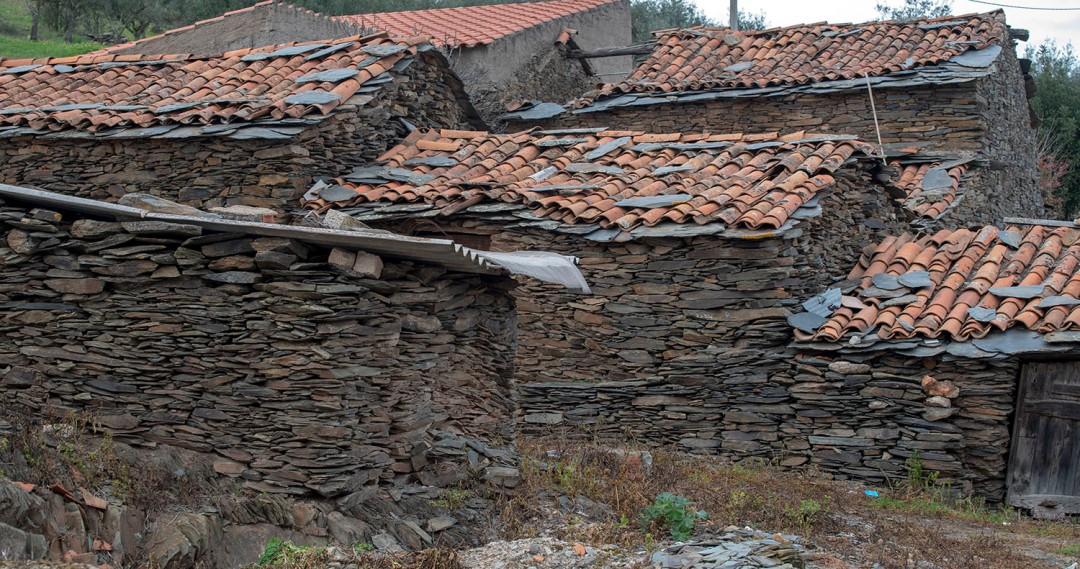 As primeiras casas de Soalheiras
