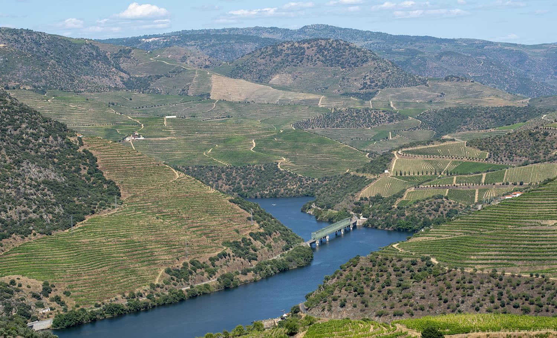 A área envolvente de São Xisto, Ferradosa e Vale de Figueira. São Xisto fica no final da encosta após a passagem da ponte