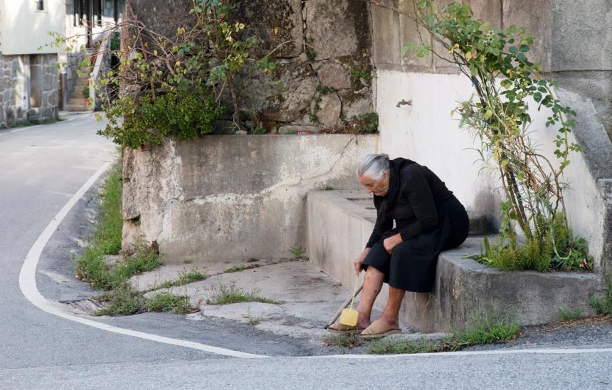 site_mulher_mosteiro_silgueiros_2149