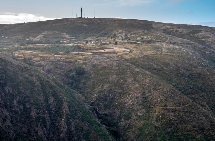 Vista para Castanheira e a torre do IPMA