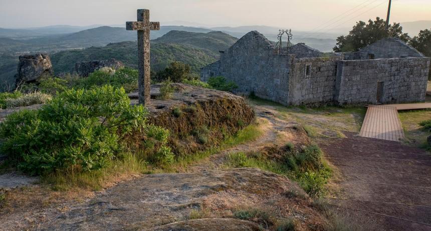 site_sortelha_ruinas_igreja