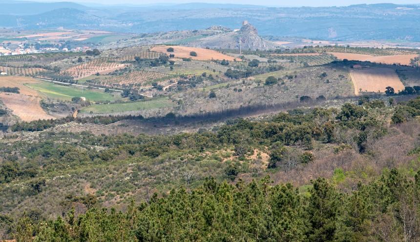 Vista para o castelo de Algoso